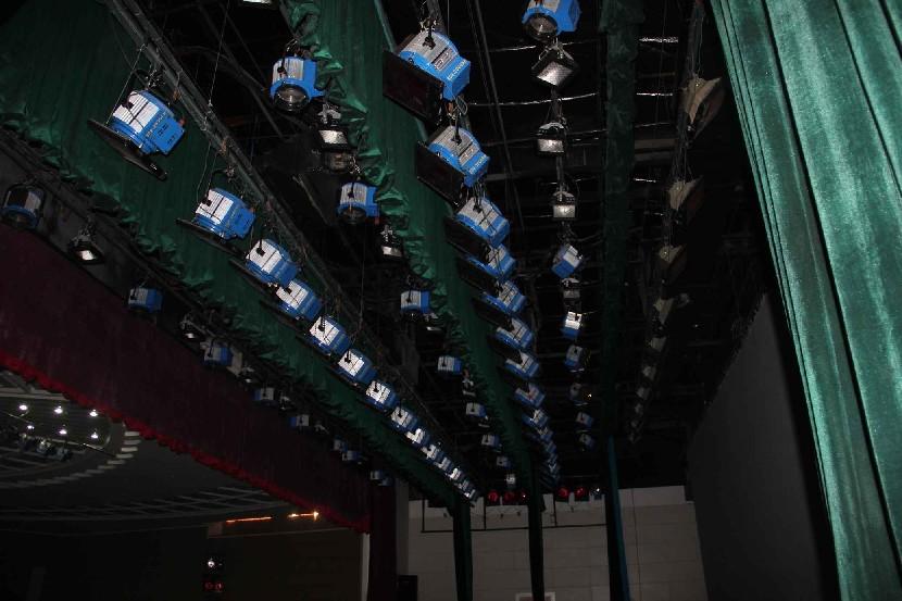 济南会议厅礼堂灯光设备安装工程案例